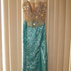 NWT KARISHMA NUDE/GREEN PROM/FORMAL GOWN SIZE 8